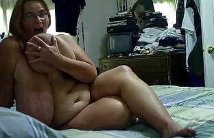 Babe montre les pieds porno complet en streaming et se masturbe