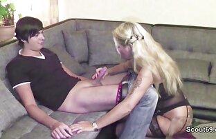 Chaud brunette porno complet streaming jouer dans lit